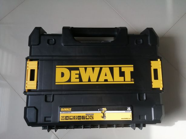 Młotowiertarka DEWALT D25013