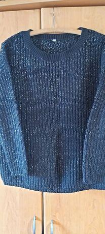 Czarny sweter z srebrną nitką