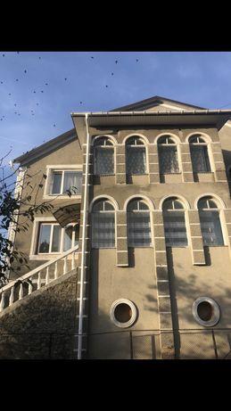 Продається будинок , який розташований біля річки