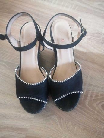 Czarne sandały na koturnie rozm.37