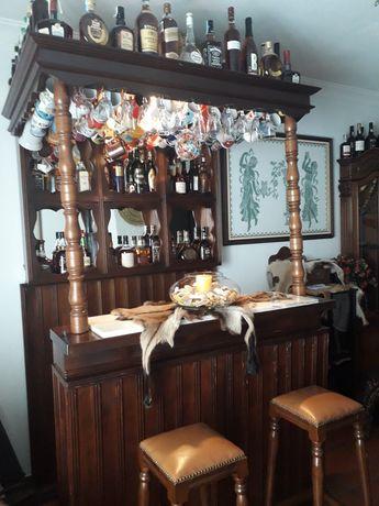Bar de Madeira em excelente estado de conservação