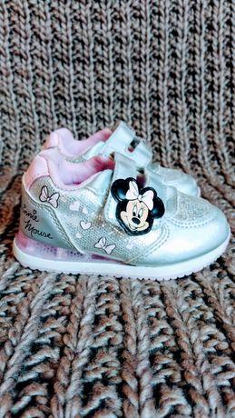 Кросовки  Светящиеся ! Disney