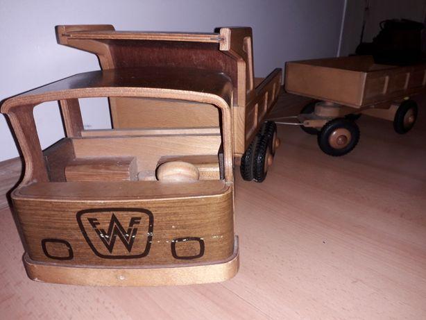 Sprzedam samochód  drewniany  z czasów  PRL
