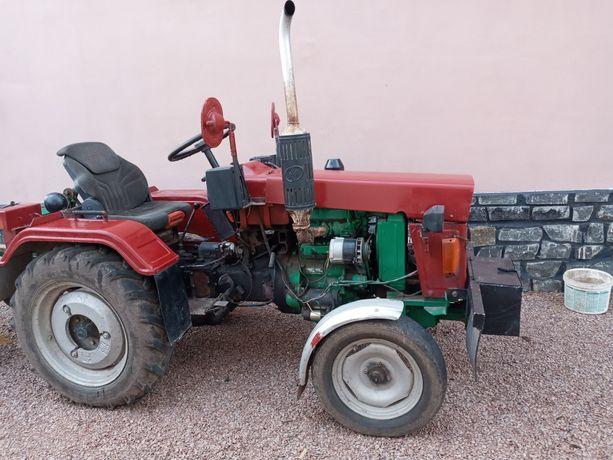 Трактор Сінтай 180