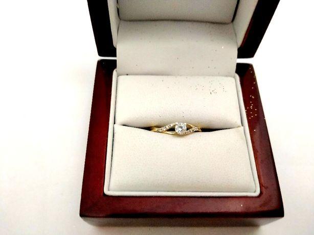 Złoty pierścionek z CYRKONIAMI 585PR 1,40G