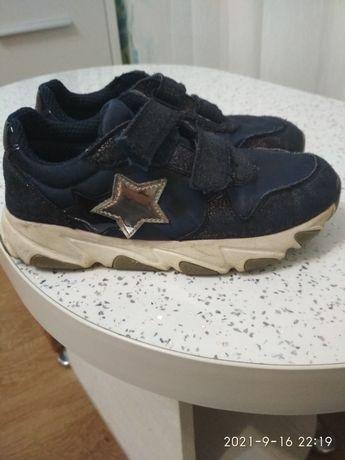 Кросівки,на змінне взуття в школу