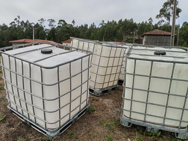 Depósitos de 1000 litros como novos