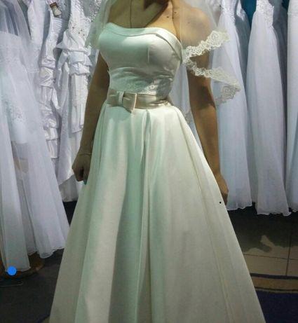 Продам свадебное платье молочного цвета