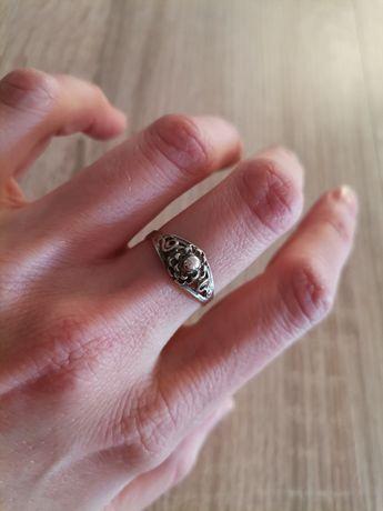 Stary srebrny pierścionek