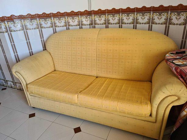 Sofá-cama amarelo de dois lugares