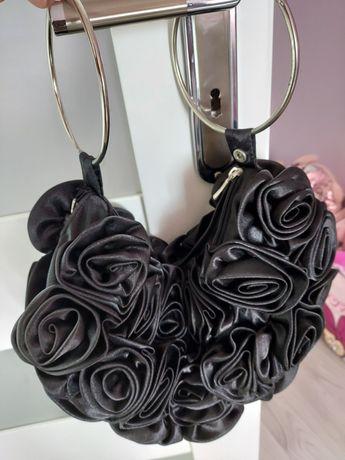 Czarna torebka bombka kwiaty roze