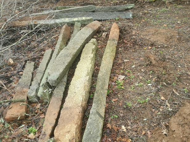 Esteios de pedra