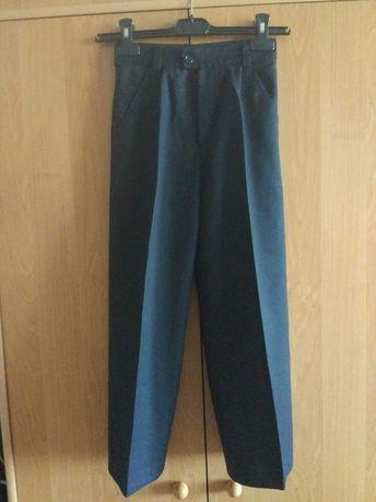 Продам брюки для школы на мальчика 8-9 лет