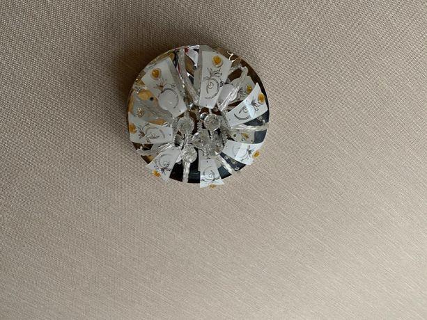 Светодиодная люстра на пульте управления.