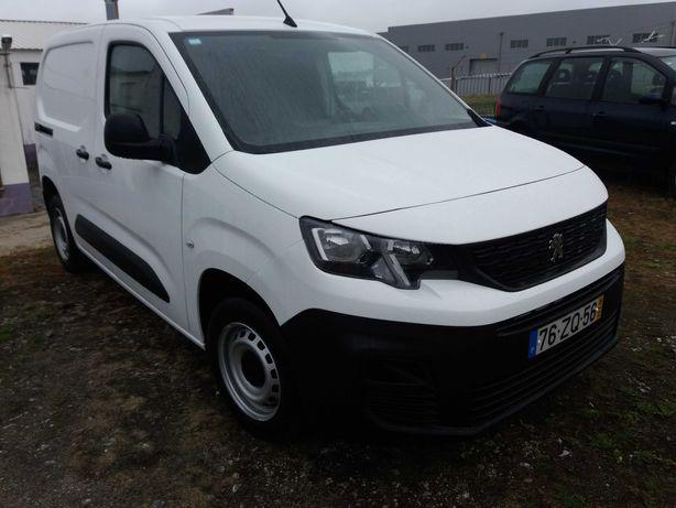 Peugeot Partner em estado novo