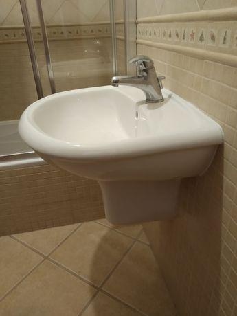 Lavatório suspenso de WC completo em óptimo estado