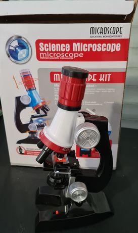 Microscópio educacional