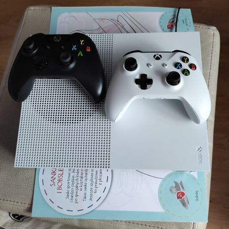Xbox one s 1 tb w bardzo dobrym stanie