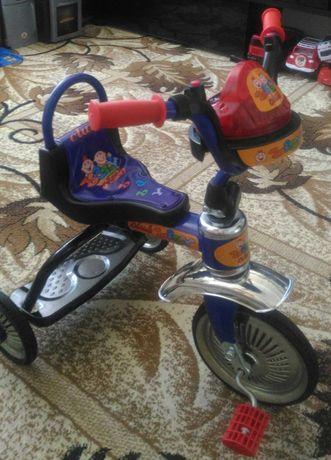 Трехколёсный велосипед 2500р