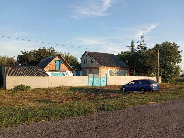 Дом 90 кв.м. участком 60 соток в 20 км от ,,МЕТРО,, по трассе на Киев
