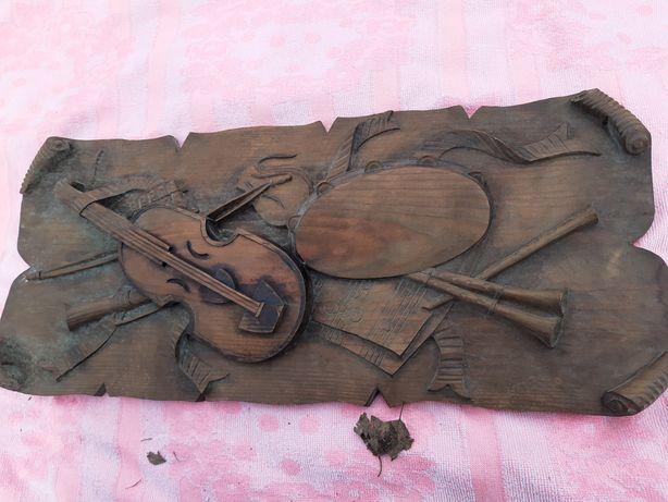 Drewniana płaskorzeźba