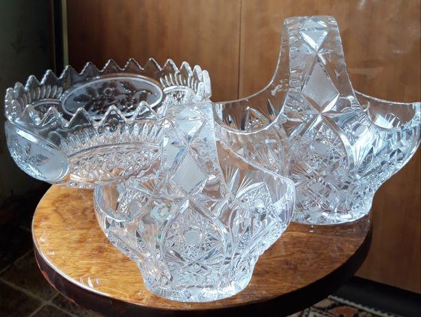 Хрустальные вазы и салатницы
