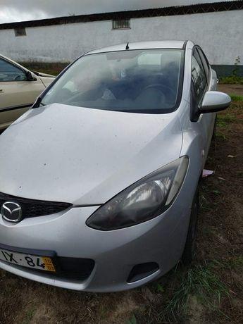 Vende-se Mazda 2, de 2010 a gasolina, batido na lateral, para recupera