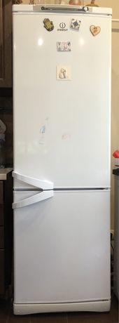 Холодильник Indesit б/у.