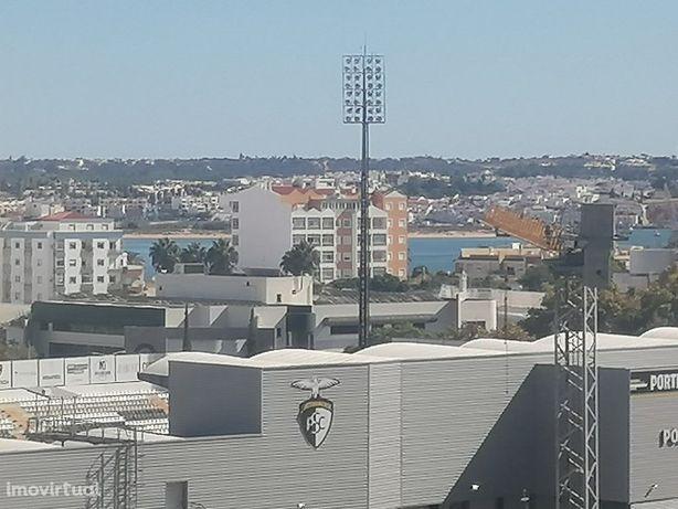 Apartamento T3 como NOVO com arrecadação- vista Rio