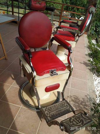 """Vende-se duas cadeiras de barbeiro para restaurar """"Pessoa Lisboa"""""""