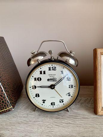 Редкие Механические часы-будильник Serkisof garanti Янтарь винтаж СССР