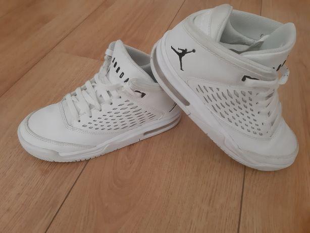 Ténis Nike Jordan Tam. 35.5