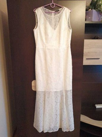 Długa biała suknia