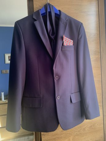 Garnitur męski wraz z krawatem
