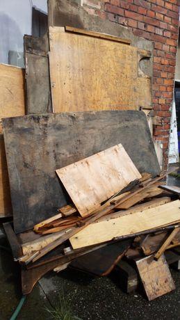 Drewno, sklejka z zabudowy busa.