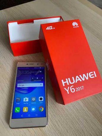 Złoty smartphone telefon Huawei y6