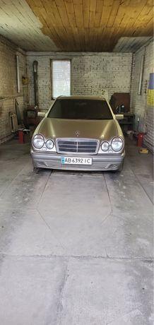 Автомобиль Mercedes Е280