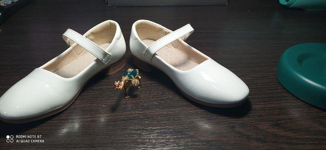 туфли на девочку 29-30 размер