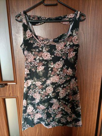 Sukienka odkryte plecy