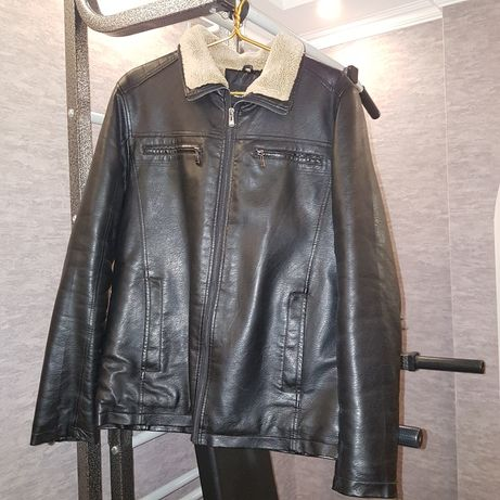 кожаная куртка мужская в идеальном состоянии.
