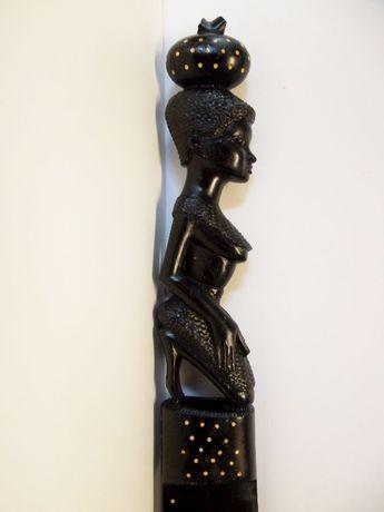 antiga espada ceremonial africana em madeira exótica com embutidos