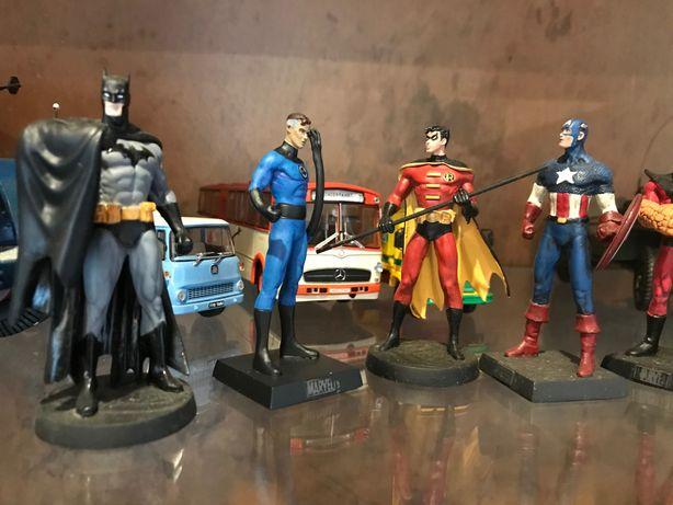 Figuras Dc e Marvel pintadas à mão