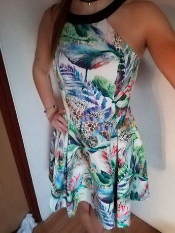 Rozkloszowana sukienka ecru w kolorowe liście - VUBU