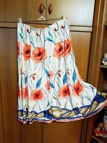 Красивая юбка с цветочным принтом