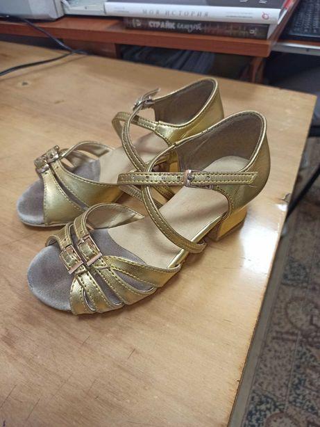 Продаються туфлі для танців
