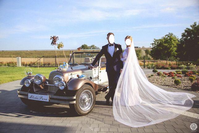 Samochód i suknia do ślubu