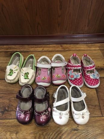 8 пар обуви на девочку, 2-3 года