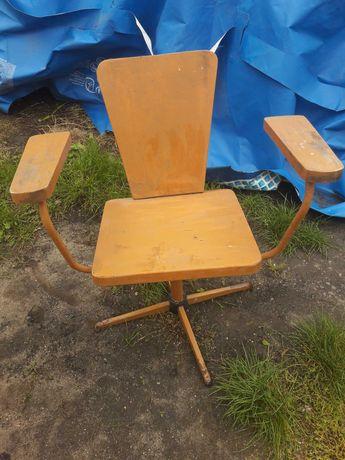 Stare drewniane krzeslo obrotowe fotel PRL