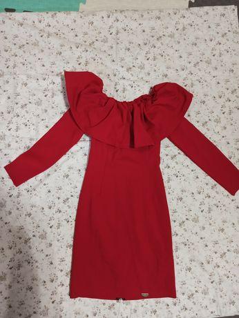 Платье яркое красное