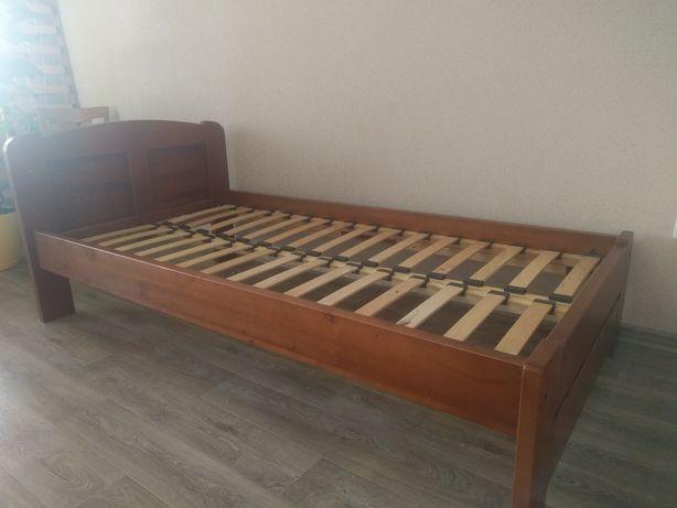Деревянная кровать из ясеня